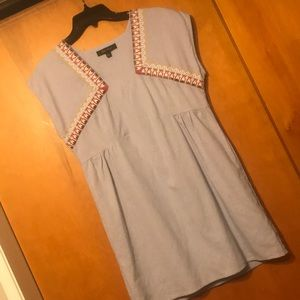 HONEY PUNCH LINEN EMBROIDERED DETAIL SHIFT DRESS